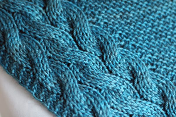 A close up of the cable pattern for Tuinn Bheaga