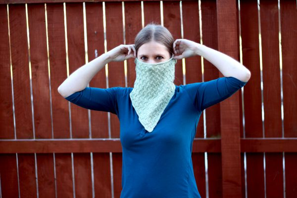A modelled shot of the bandana version of Ripples in the Mist cowl with cables and i-cord edging