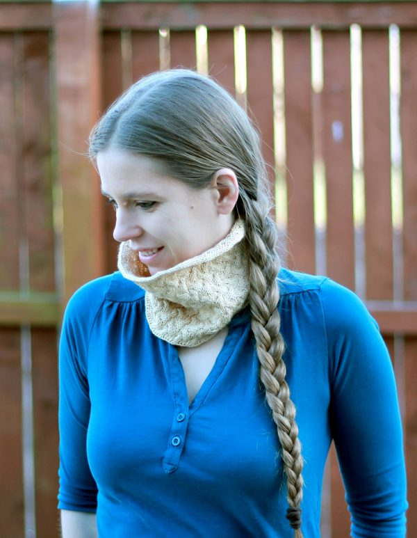 A modelled shot of the straight version of Ripples in the Mist cowl with cables and i-cord edging