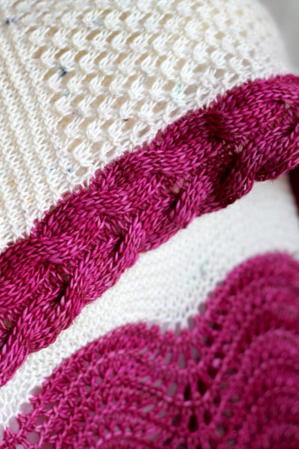 A close up on the intarsia cable
