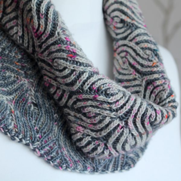 A close up on the brioche cowl showing both sides together