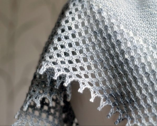 A close up on the lace edge and picot bind-off