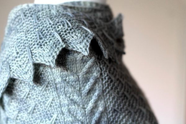 A close up on the chevron and slipped stitch edge and cabled spine of Fearthainn