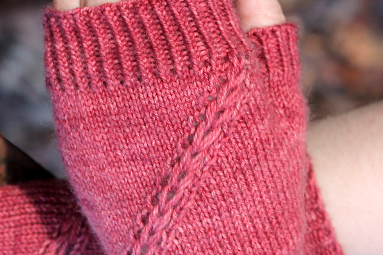 A close up on a slanted Drop Stitch Braid on fingerless mitts