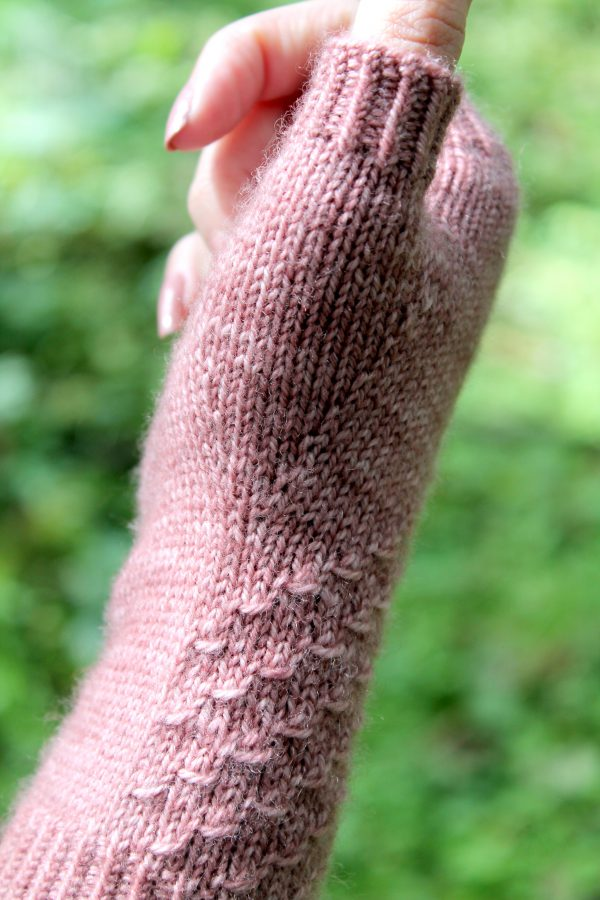 A close up on the thumb and thumb gusset