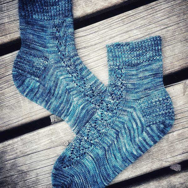 Carolyn knit her XL brocket in Jellybeans Yarn Merino 2ply Sock in Crows Feet