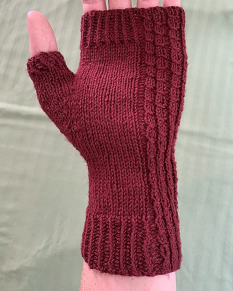 Kayla knit her small Aisneach mitt in Loops and Threads Woollike