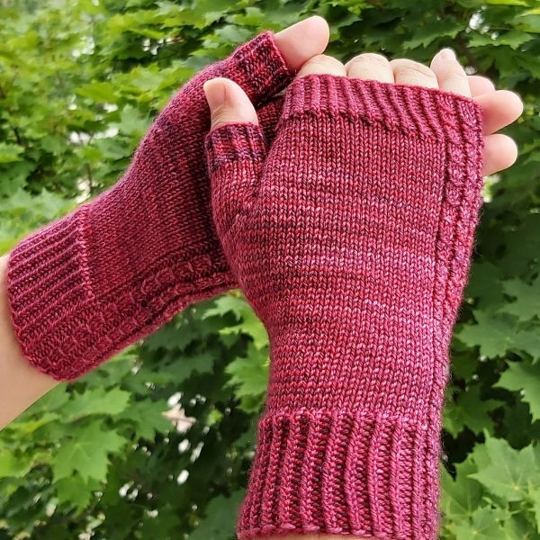 Wendy made her M1 Aisneach Mitts in String Theory Hand Dyed Caper Sock